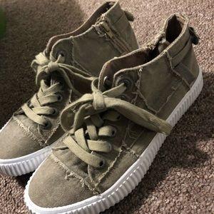 Low top shoe
